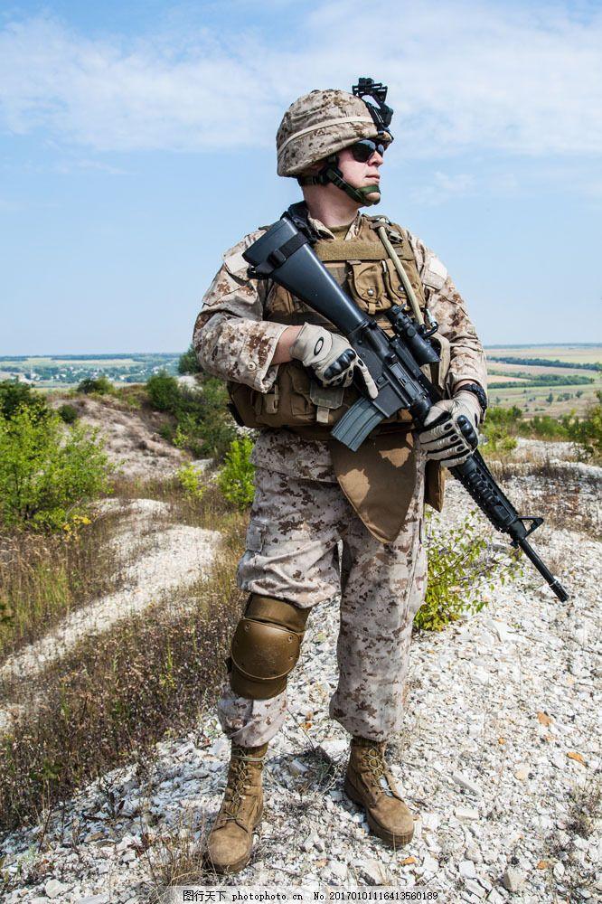 拿着枪的士兵图片素材 男人 枪 战士 特种兵 迷彩服 军事武器 现代