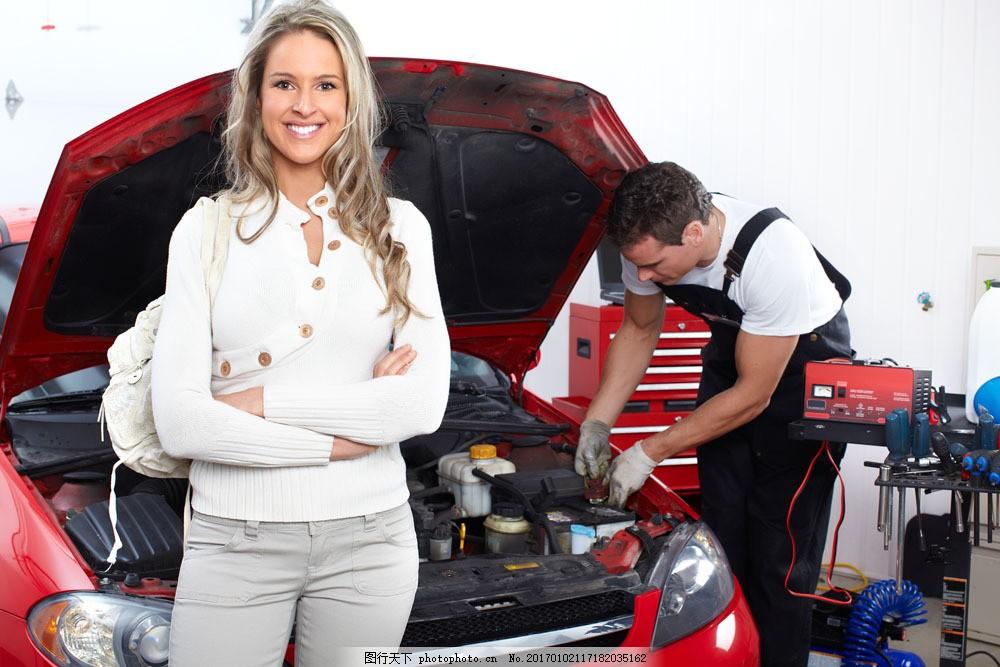 修理厂微笑的美女图片素材 微笑 美女 修车 修理厂 汽车 修理 加油站