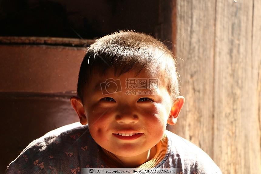 阳光下的小孩 儿童 中国乡村 快乐 阳光 光芒 小孩 眼睛 耳朵