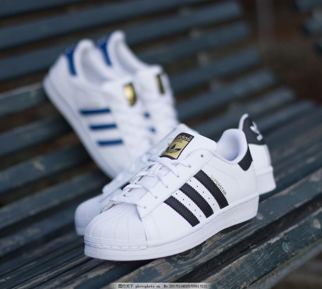 阿迪达斯运动鞋图片