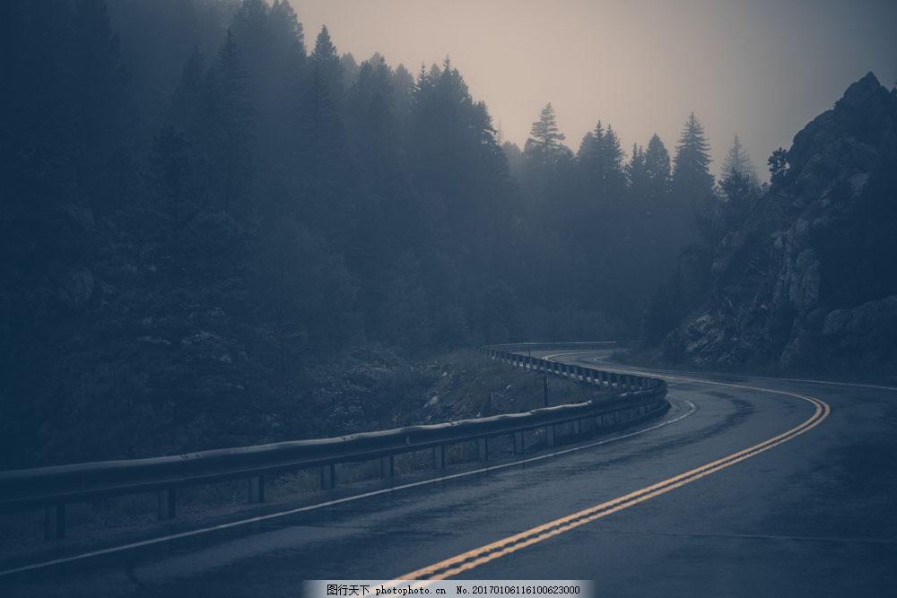 山间弯曲的公路 山间弯曲的公路图片素材 森林 道路 树林 树木