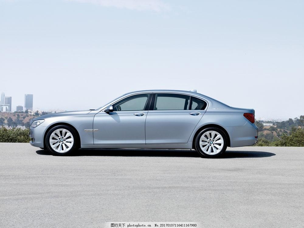银色轿车侧面摄影 银色轿车侧面摄影图片素材 汽车 工业生产 小车