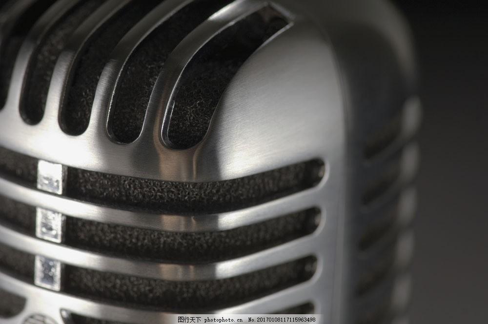 现代科技 金属 数字 光泽 冷色调 金属光泽 扩音器 话筒 银灰色