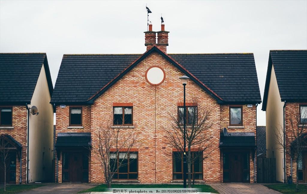 欧式别墅正面图 大门 烟冲 屋顶 欧洲别墅 风景 摄影 建筑园林