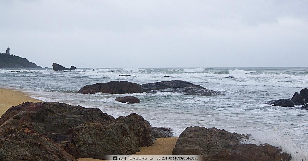 南海日月湾 三亚日月湾 大海 岛礁 礁石 海浪 乌云 海景 海洋风光