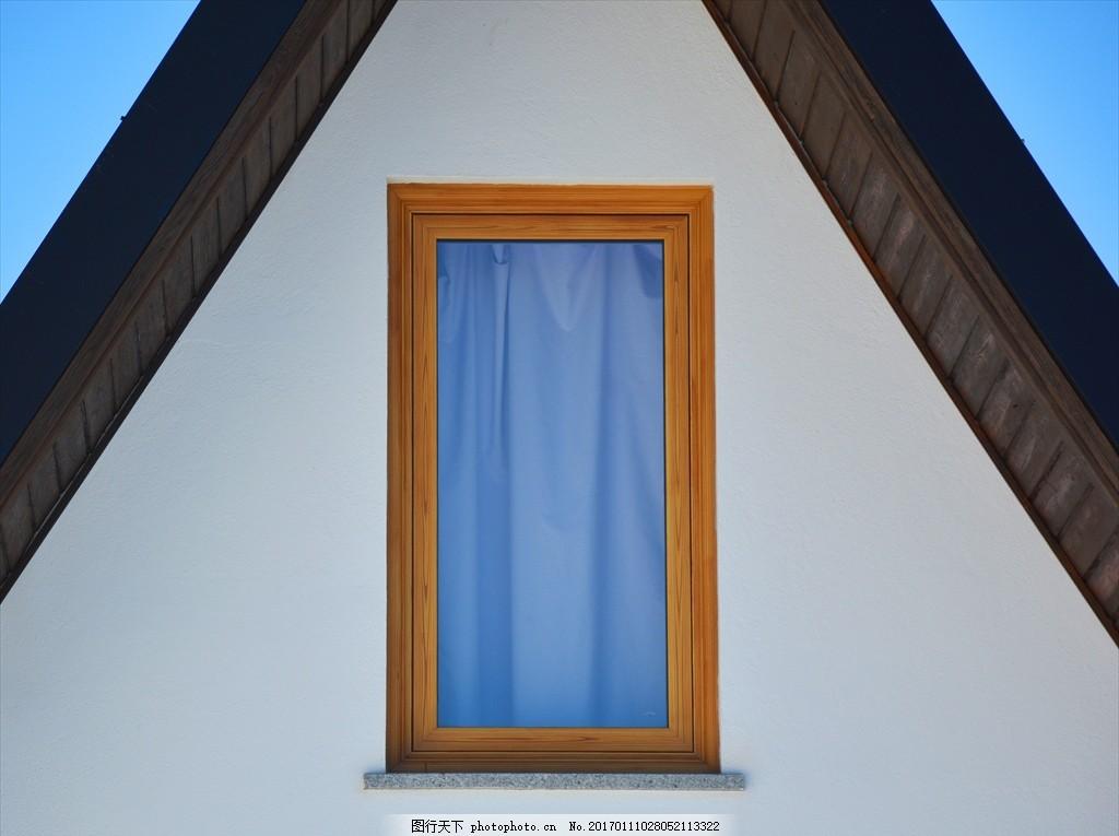 房顶窗户 尖顶房子 房子特写 窗户特写 阁楼 风景 摄影 建筑园林