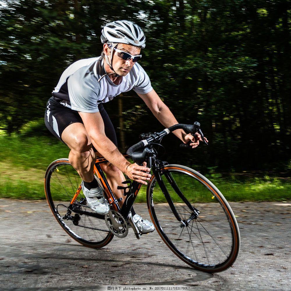 骑自行车的人物图片