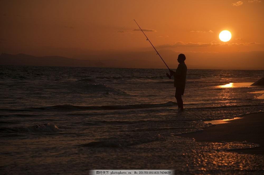 海中钓鱼的人物图片素材 钓鱼 人物 大海 黄昏 落日 风景 自然美景