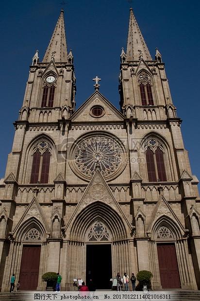 欧式风格的教堂 建筑物 窗子 蓝天 蓝色 花纹 红色图片