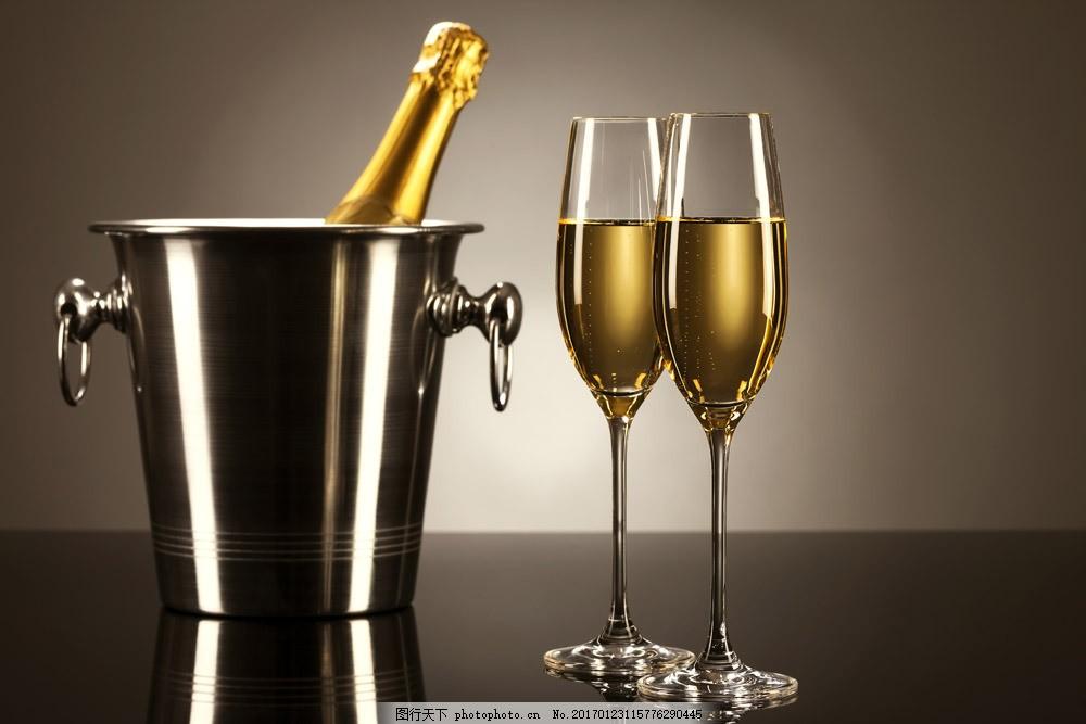 香槟与酒杯图片