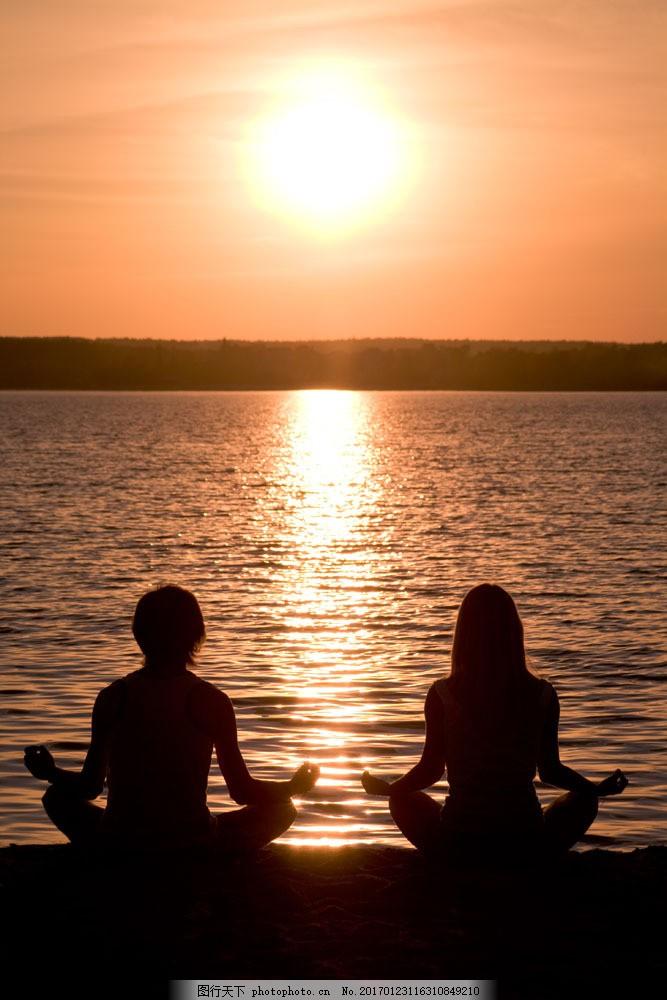 海边做瑜伽的情侣图片素材 海边 落日 瑜伽 情侣 人物剪影 山水风景