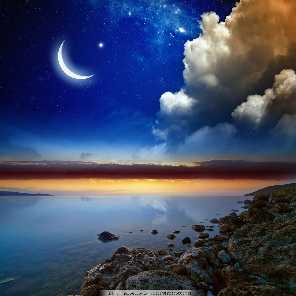 美丽的海边风景与天空图片