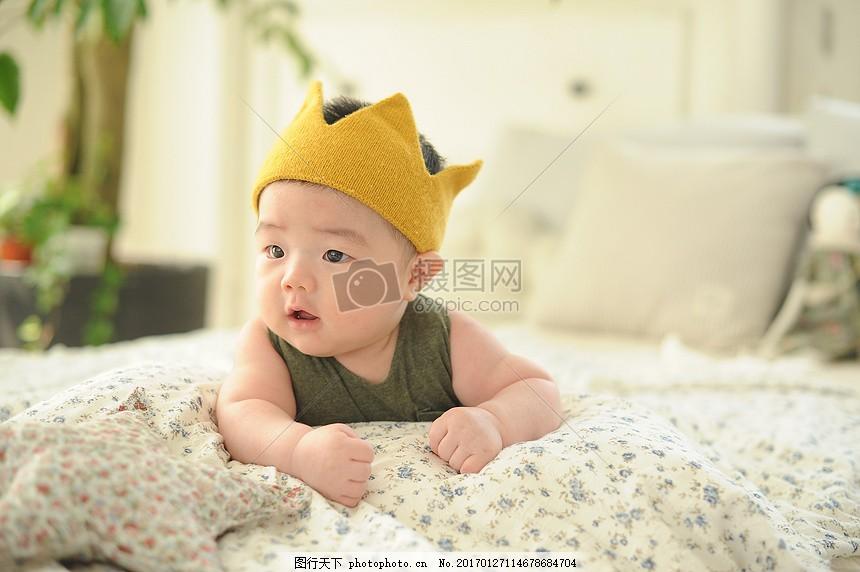 婴儿 宝贝 百天 由 一 冠 微笑 乐趣 快乐 帽子 小孩 可爱 大笑 张嘴