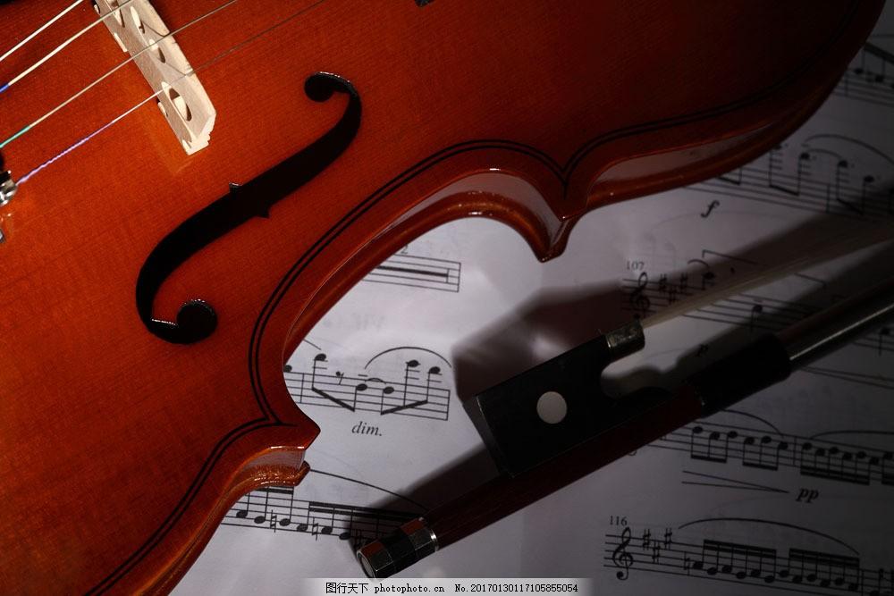 小提琴与乐谱 小提琴与乐谱图片素材 五线音谱 音乐 乐器 影音娱乐