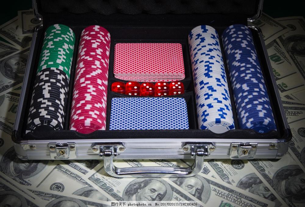 铁箱里的赌具