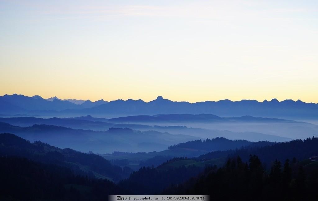 山 云海 蓝色 山顶 山峰 远山 摄影 自然景观 自然风景 300dpi jpg
