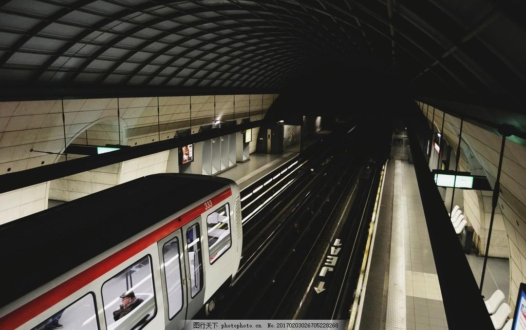 地铁站 地铁车头 地铁站台 车道 铁路 建筑 摄影 现代科技 交通工具