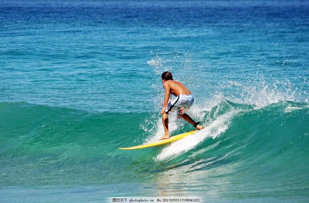 冲浪的男人图片素材 冲浪的男人 冲浪运动 海上冲浪 海浪 浪花 大海