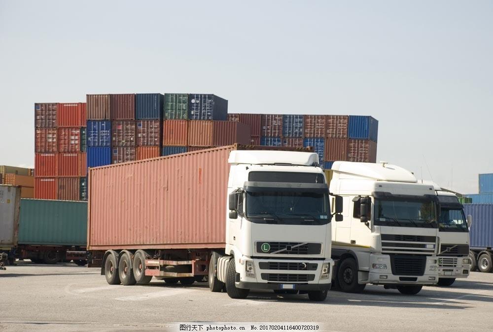 港口的货柜车图片素材 汽车 工业生产 货车 大型货车 交通工具 交通