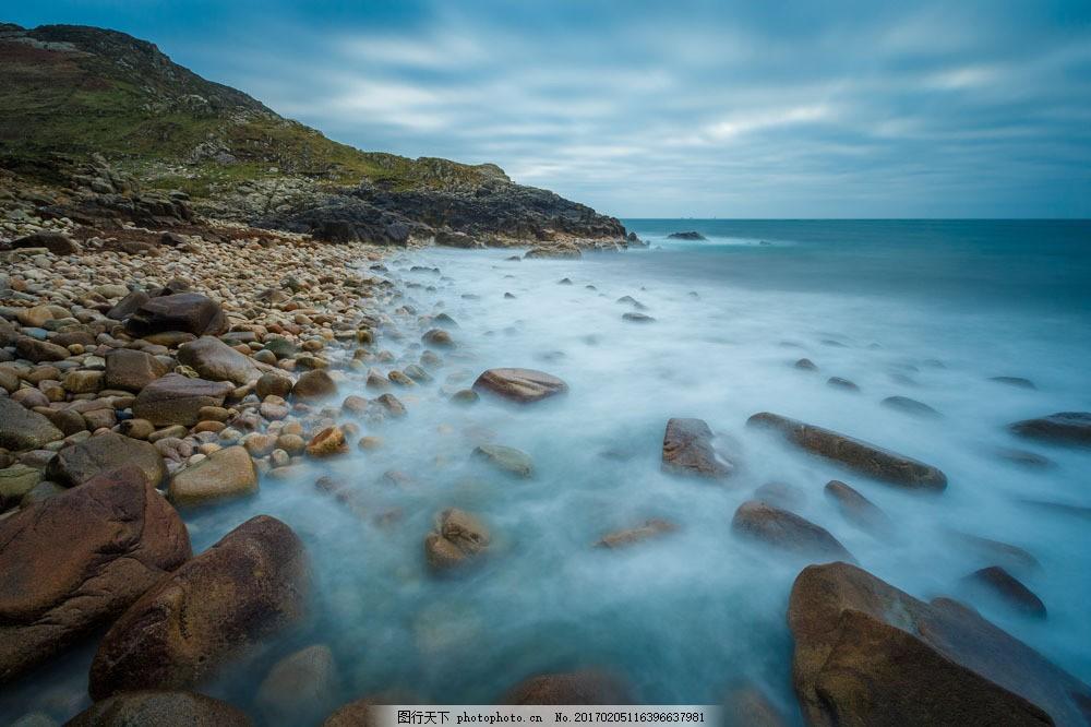 海边的石头图片素材 大海 海边 岩石 石头 雾气 树 山 天空 山水风景
