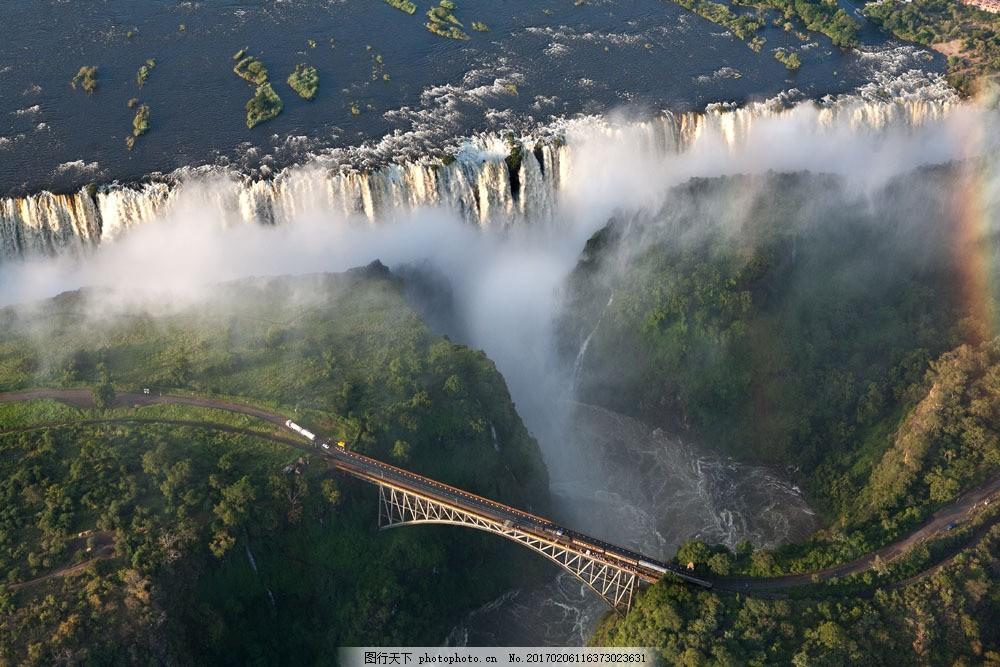 桥边美丽的瀑布鸟瞰图 桥边美丽的瀑布鸟瞰图图片素材 风景 宽幅风景