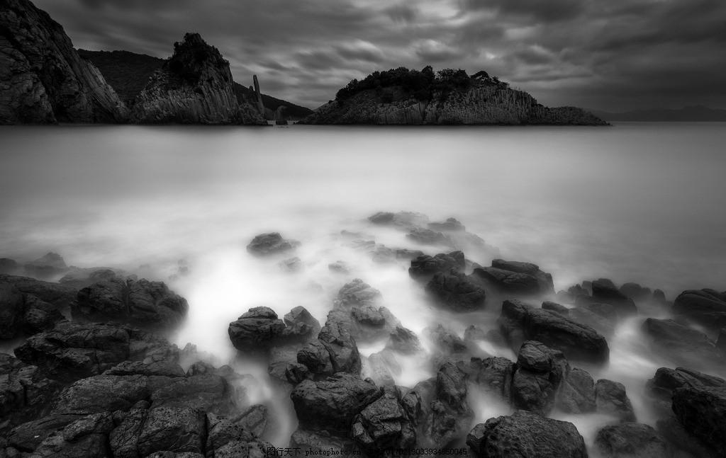 礁石与海 黑白 广角 风景 旅游 慢门 海 海景 礁石 火山 岩 黑白壁纸
