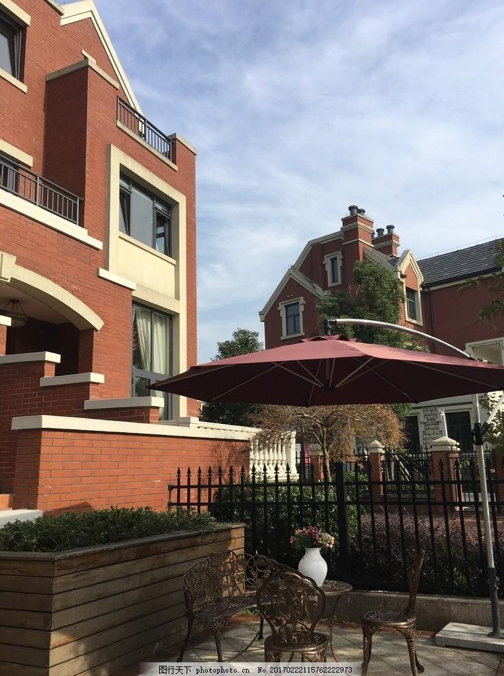 带院子的别墅 别墅 外立面 独栋 棚伞 太阳伞 摄影 建筑园林 建筑摄影
