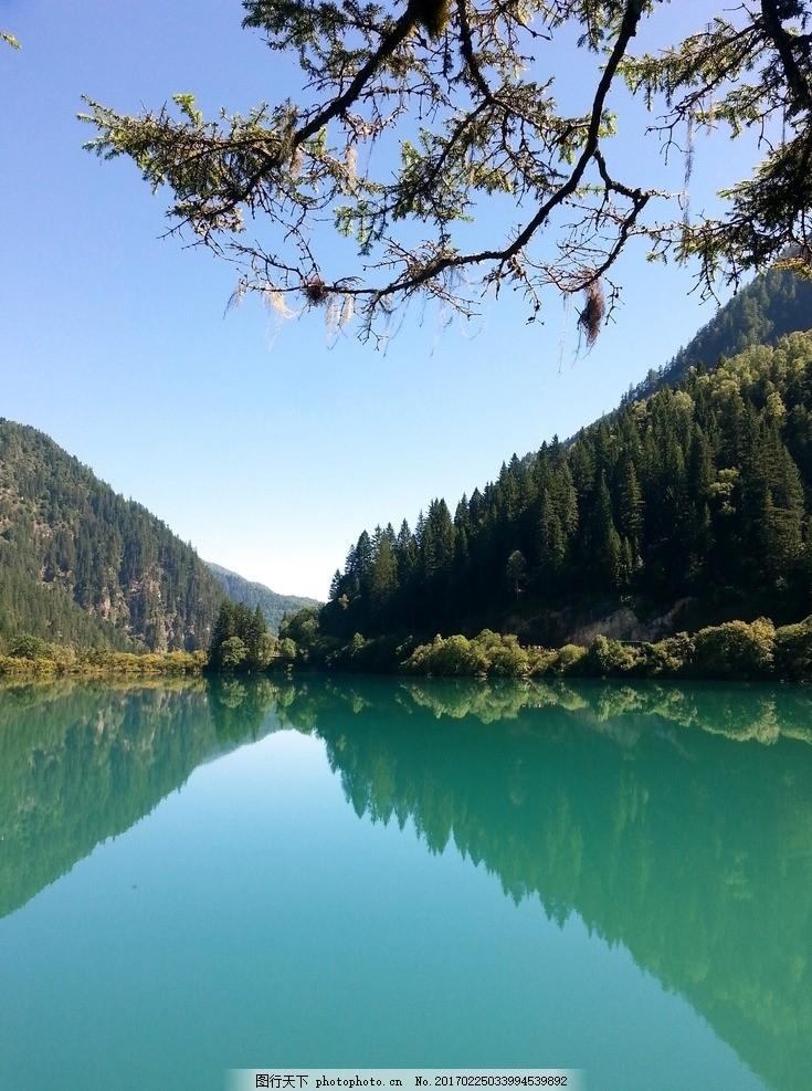 湖泊 湖畔 湖水 水面 静谧 平静 美景 景观 自然风景 风光 静谧的湖面