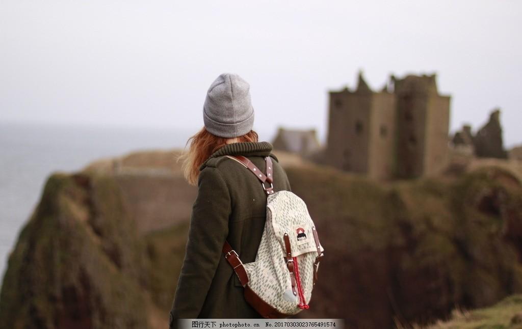 带帽子的女孩背影 女孩 帽子 背影 背包 旅游 女人 摄影 人物图库