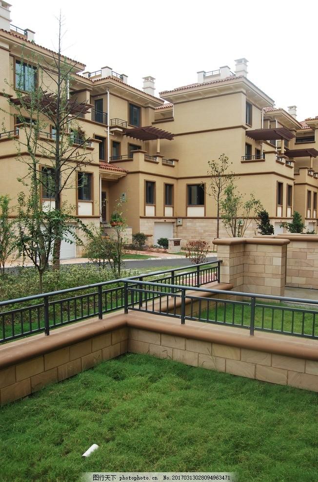 别墅院子 叠加别墅 绿地 小区环境 绿色 地中海风格 建筑 摄影